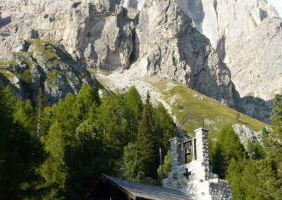 Chiestetta-tra-natura-verde-e-montagna_767_1009_1