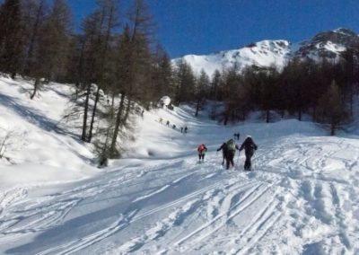 Gruppo-di-scalatori-sulla-neve_767_1022_1